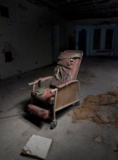 the_chair_again_danvers_state_hospital